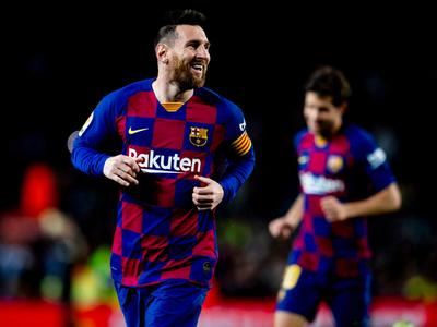 Lionel Messi guía al Barcelona a la cima