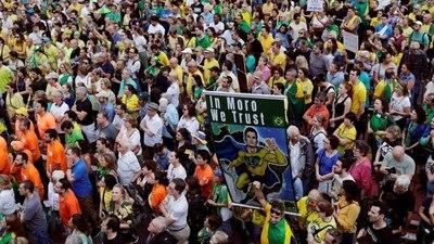 Miles de personas protestaron en Brasil contra la liberación de Lula da Silva