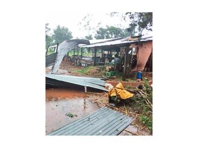 Casas destechadas y cortes de luz a causa del temporal