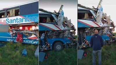Choque frontal entre un bus paraguayo y un camión en Argentina