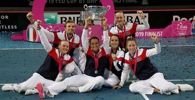 Francia gana el dobles y levanta la Fed Cup