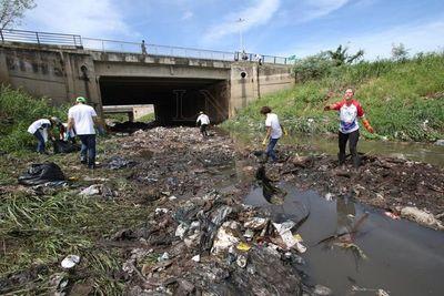 Limpian arroyo Antequera