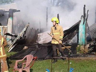 Incendio deja sin casa a una familia en Encarnación