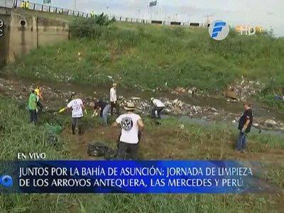 Ciudadanos se unen para limpiar la Bahía de Asunción