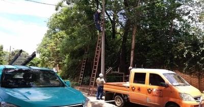 HOY / ANDE repone líneas que quedaron fuera de servicio tras tormenta y trabaja para normalizar servicio