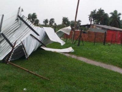 Fuerte temporal deja más de 20 casas destechadas en San Ignacio