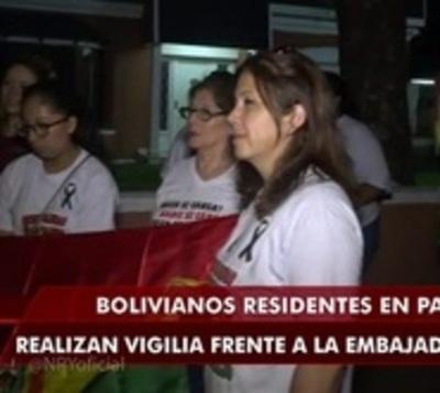Bolivianos en Paraguay realizan vigilia frente a embajada