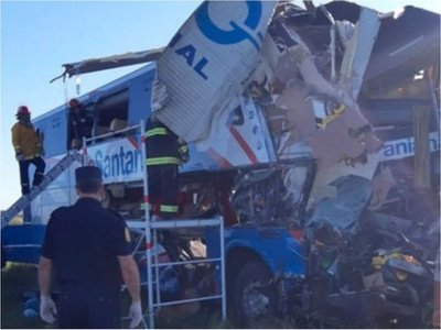 Tragedia: Choque de bus paraguayo en ruta argentina deja 5 muertos