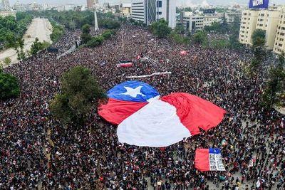 Manifestaciones en Chile no cesan, Piñera promete acelerar reformas