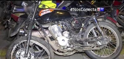 Presuntos motochorros resultan heridos tras persecución policial
