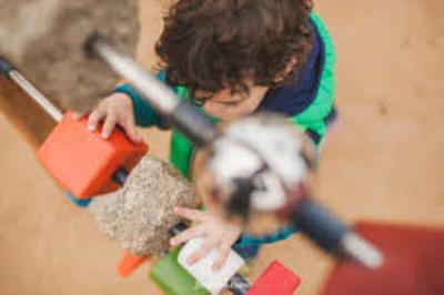 Niño muere al caerle un muro en Naranjal