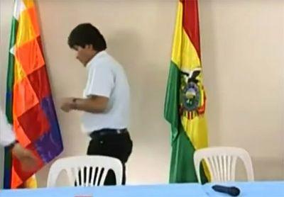 Evo Morales renunció pero no fue a punta de pistola, según analista