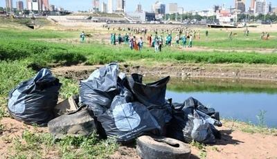HOY / En solo un día, recolectan alrededor de 30 toneladas de basura en la Bahía de Asunción