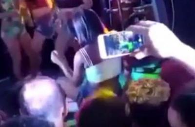 Indignación por video viral en que un hombre celoso patea a su novia mientras hacía twerking