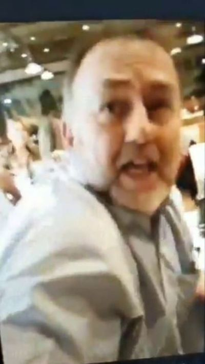 "De ""vendepatria"" tildan a Benigno López en un restaurante"