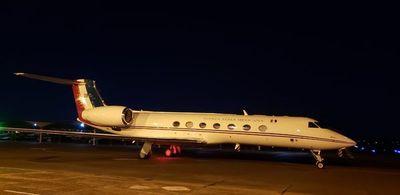 Avión que traslada a Evo Morales reabastece en Asunción