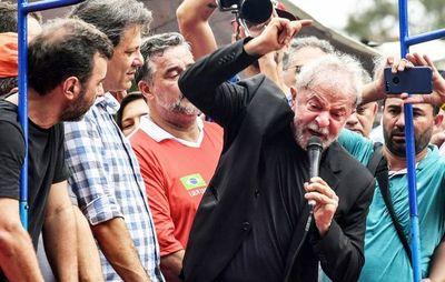 Con discurso radical, Lula busca reunir a sus adeptos