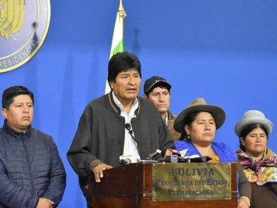 Evo Morales aterrizó en Paraguay antes de ir a México