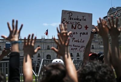 Huelga general mide fuerza con Piñera en cuarta semana de protestas en Chile