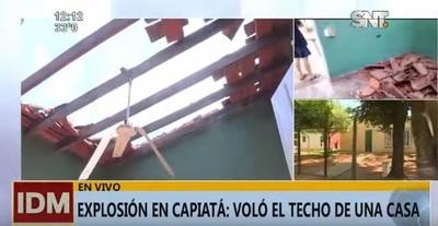 Vivienda se queda sin techo a causa de explosión