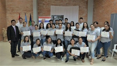 Jóvenes y adultos de Loma Plata concluyeron cursos de Sinafocal