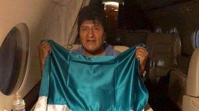 Morales llega a México tras recibir asilo