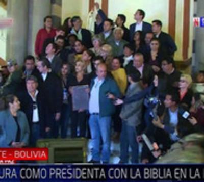 Jeanine Áñez se autoproclama presidenta de Bolivia