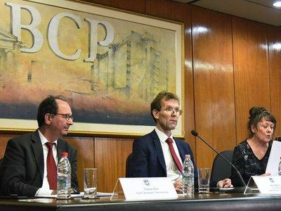 FMI condena despilfarro estatal y prevé estancamiento económico