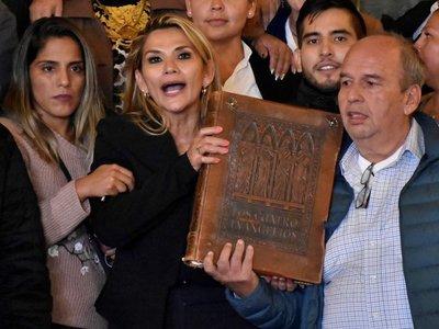 La senadora Jeanine Áñez asumió la Presidencia interina de Bolivia