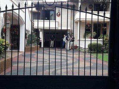 Allanan casa del hermano de OGD para saber si era usurero
