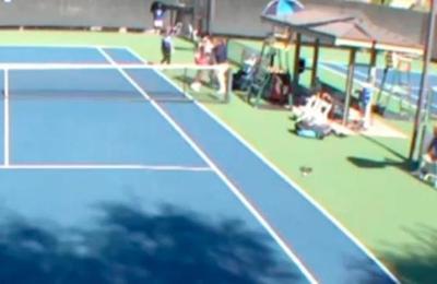 El polémico apretón de manos de dos tenistas que terminó a los golpes