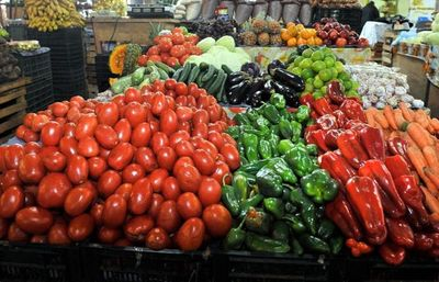 Gran feria de productos hortigranjeros con apoyo de la EBY, en Asunción