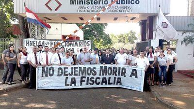 Funcionarios del Ministerio Público continúan con la huelga