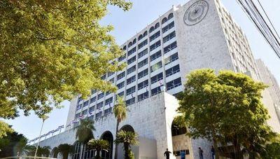 Chofer de ministro Ramírez Candia vendía vehículos de la Corte