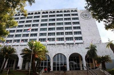 Chofer de ministro vendía vehículos de la Corte, advierten tras denuncia