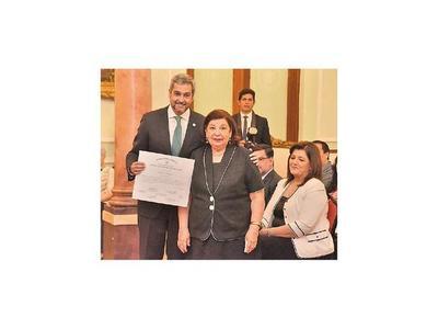 Barreto recibe premio y pide   mayor apoyo  para la  cultura