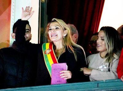 Primera medida: la nueva Presidenta de Bolivia remueve la cúpula militar