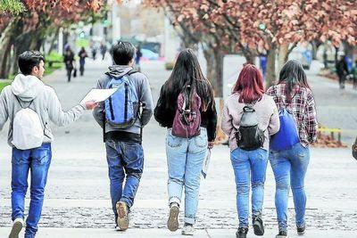 El 56 % de las carreras ofertadas por universidades e institutos, no logran certificación, según la ANEAES