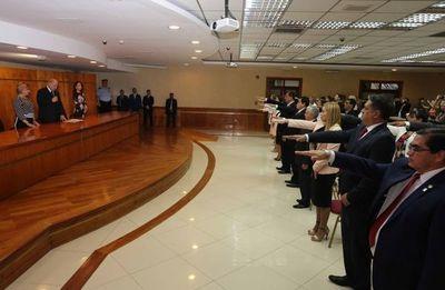 Ministros toman juramento a magistrados y agentes fiscales