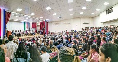 EBY ENTREGÓ APORTES A ESTUDIANTES Y FUNCIONARIOS DE SALUD