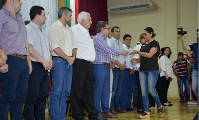 Entregan aportes para fortalecer educación, salud y producción en Itapúa