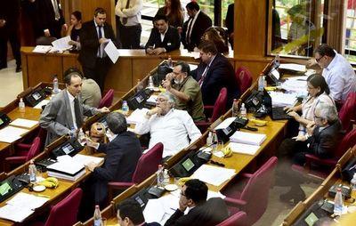 Senado ratifica aumento al 3% de déficit fiscal