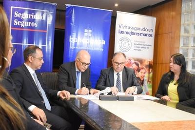 Firman alianza entre Banco Basa y Seguridad Seguros