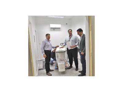 Donan un moderno mamógrafo al Hospital de Pilar