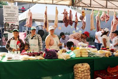 Productores agropecuarios realizan una gran feria en la Plaza de la Democracia