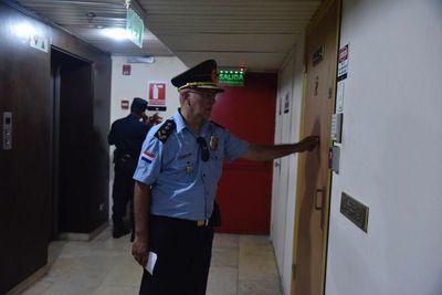 Policía rodea edificio céntrico en busca de Ramón González Daher