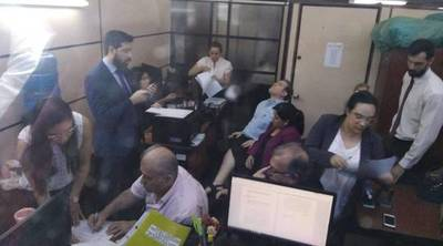 RGD y su hijo, se abstuvieron de declarar y aguardan imposición de medidas