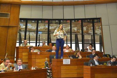 """Kattya pide """"no agigantar el Estado para nombrar planilleros"""""""