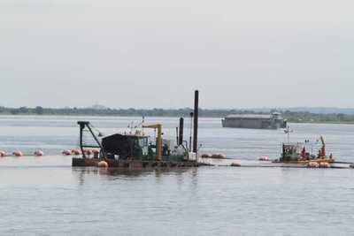 Paraguay y Argentina dragarán río Paraná para permitir su navegabilidad