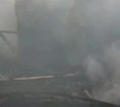 Carpintería arde en llamas en CDE